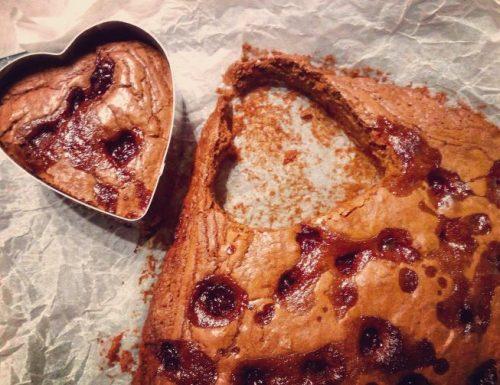 Cuori di brownies fondenti con amarene