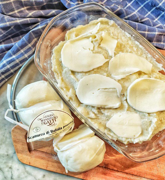 Pasta al forno con cavolfiore e scamorza di bufala