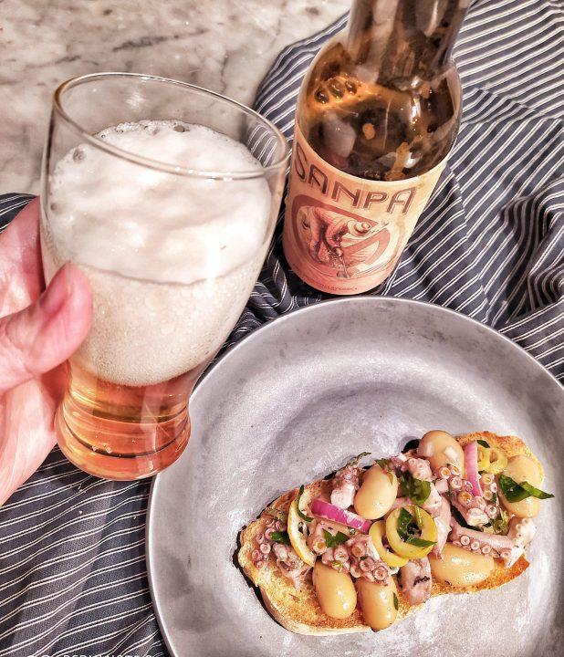 Bruschetta con insalata di moscardini e fagioli