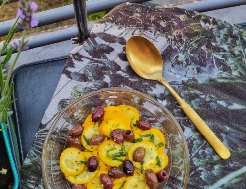 Insalata di zucchine gialle marinate