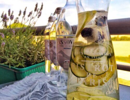 Acqua detox al cetriolo, lime e more