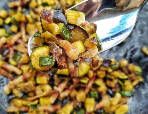 Ragù di verdure estive con pancetta e mistra`