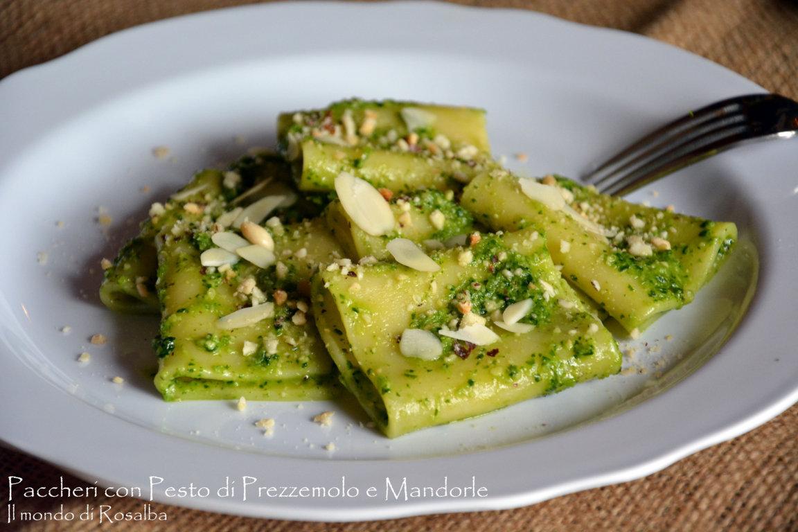 Paccheri con Pesto di Prezzemolo e Mandorle