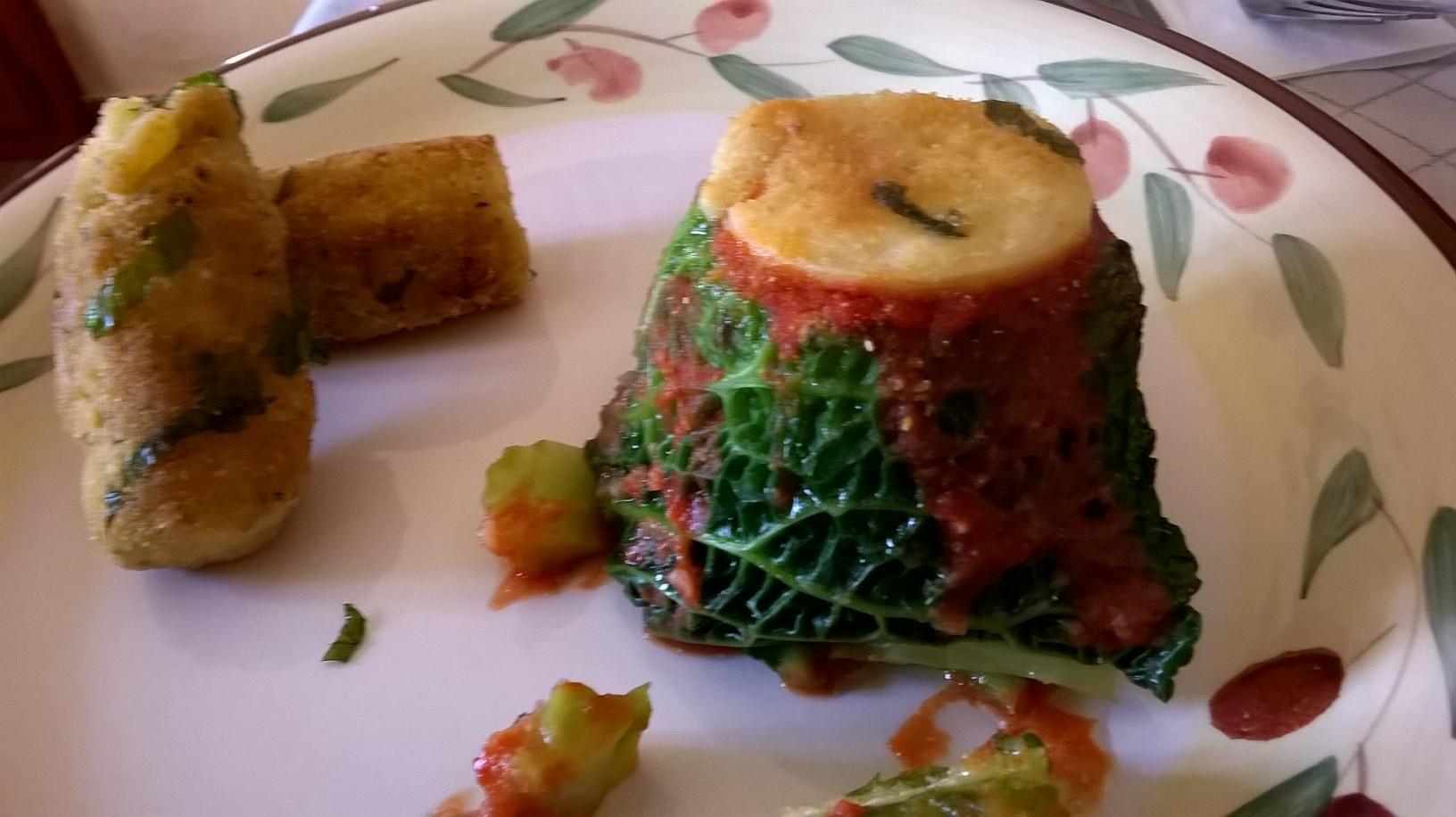 Tortino di Verza e patate speziate accompagnato da Crocchette
