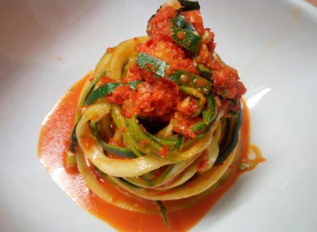 Tagliolini di zucchine con pesto di peperoni bio
