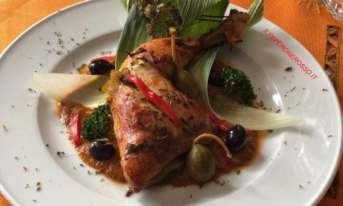 Pollo al vapore con salsa ai peperoni e porro