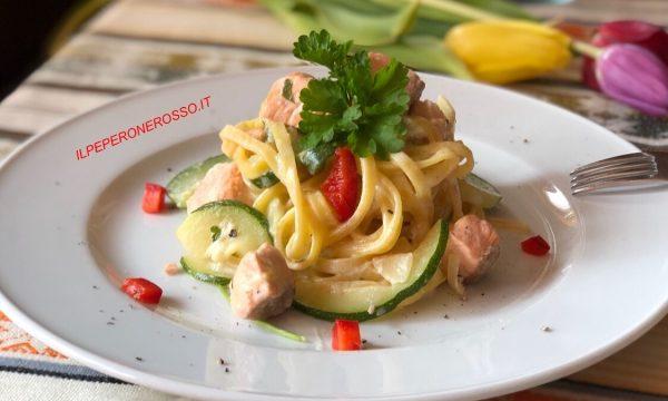 Tagliolini con salmone e zucchine