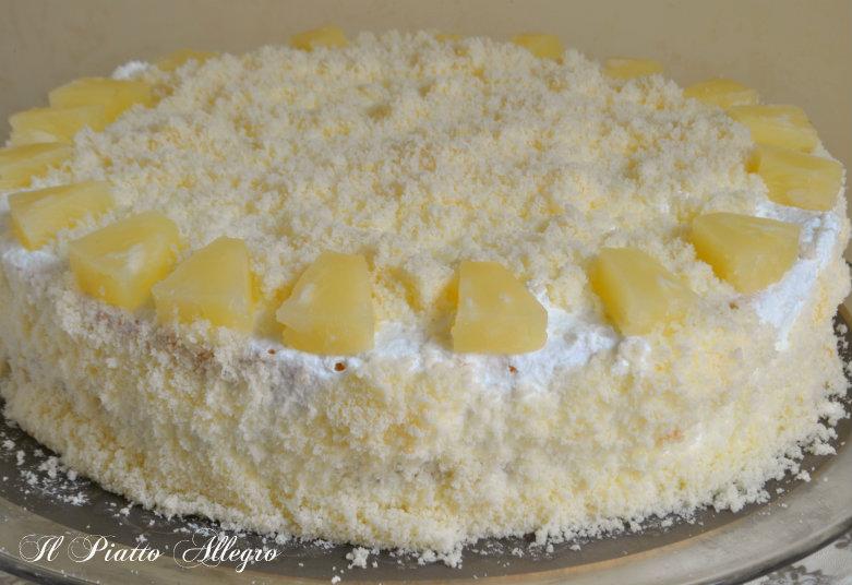 Conservate la torta mimosa all\u0027ananas in frigorifero, tirandola fuori  mezz\u0027ora prima di servirla.