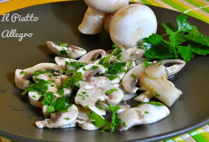Funghi champignon marinati