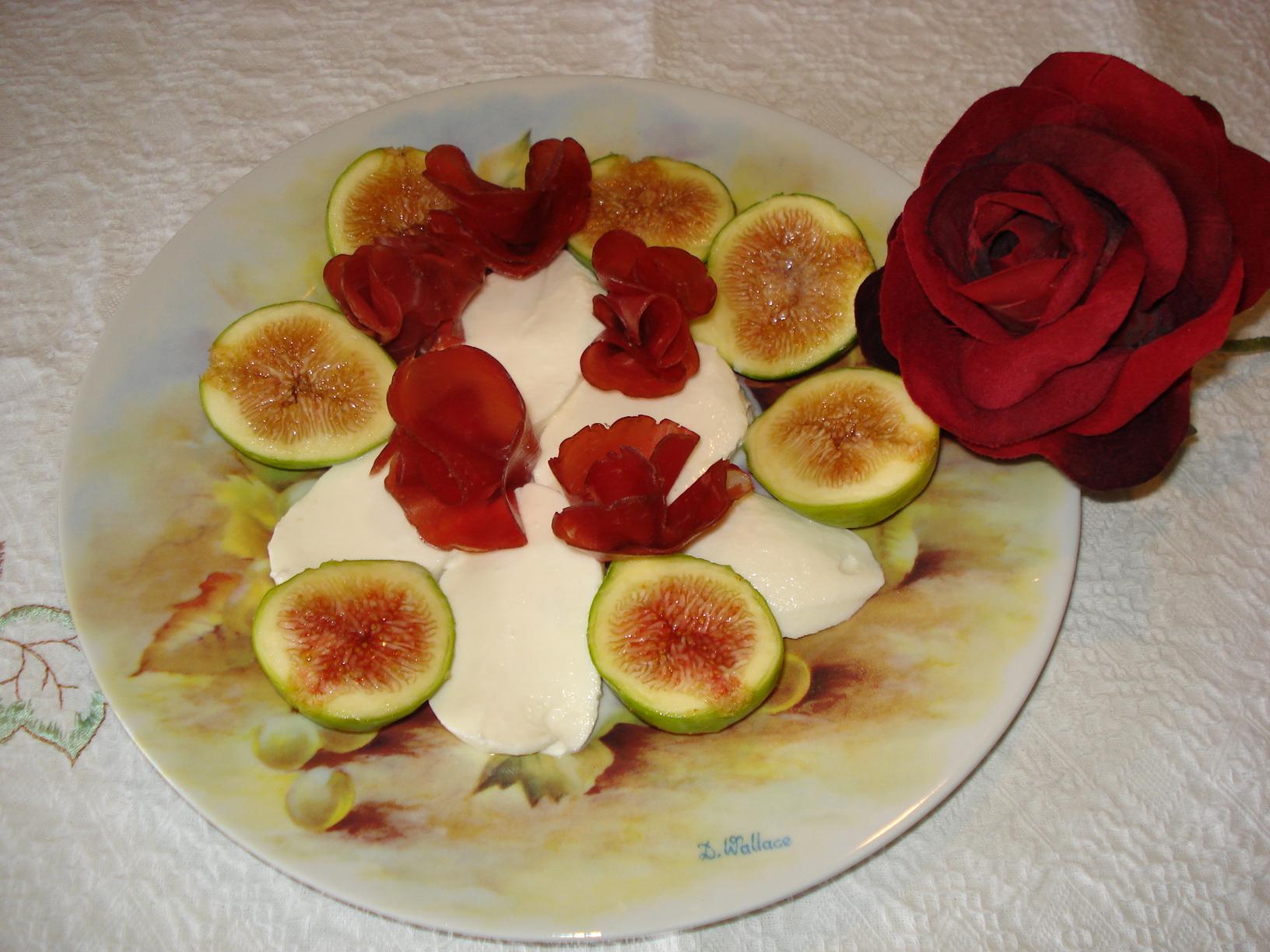 Mozzarella con Fichi e rose di Bresaola - Lussy il pranzo è servito