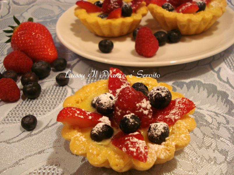 Crostatine con crema pasticcera e frutta
