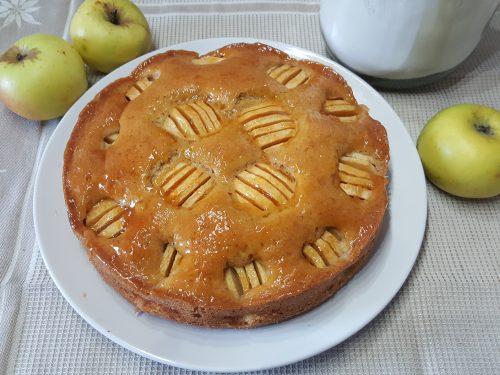 Torta di mele con farina di farro profumata alla cannella