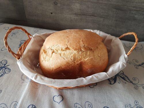 Pane semplice nella macchina del pane