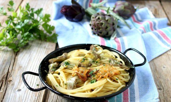 Spaghetti con i carciofi e pancetta