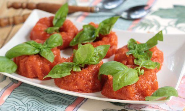 Mousse di peperoni con pomodori