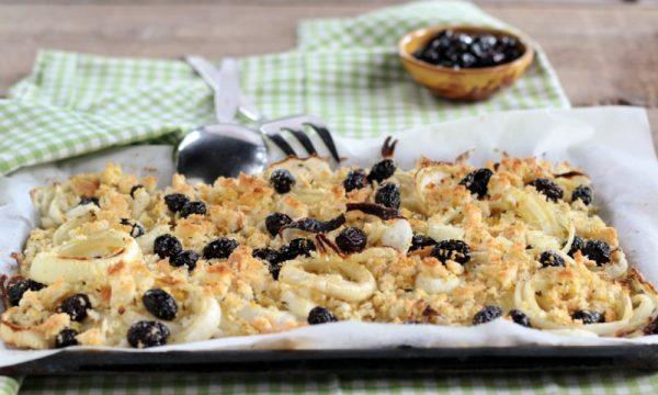 Cipolle gratinate con olive e pane aromatizzato