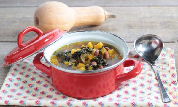 Zuppa di zucca fagioli e cavolo nero