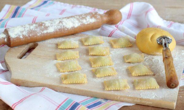 Ravioli con spinaci e ricotta (pasta fatta in casa)