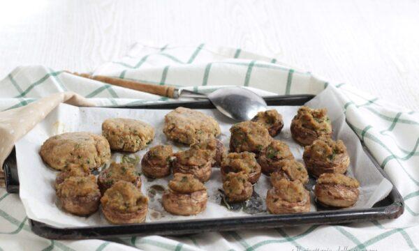 Funghi ripieni al forno (ricetta facile)