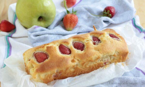 Plumcake alle mele con fragole