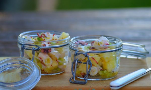 Insalata di polpo, ananas e lime