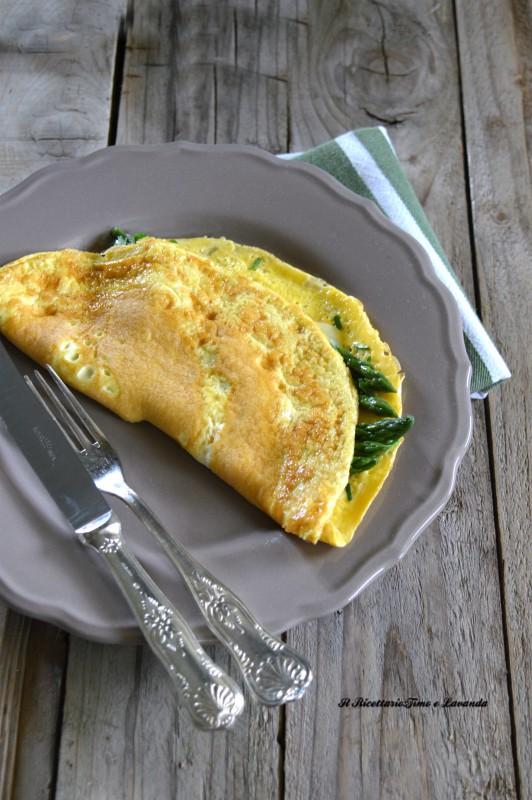 Omelette leggere con asparagi e Asiago