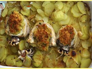 Seppia ripiena al forno con pane e odori su letto di patate e cipolle