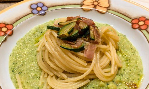 SPAGHETTI SPECK E ZUCCHINE con crema di zucchine e cipolle