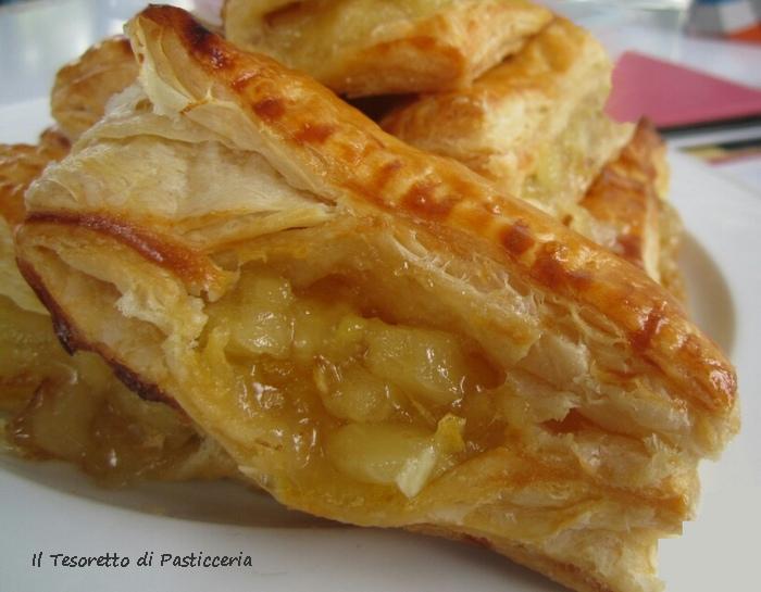 Dolce di pasta sfoglia farciti all'ananas e arancia