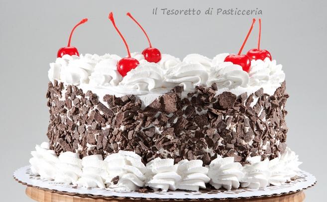 Torta farcita con crema di ricotta e canditi