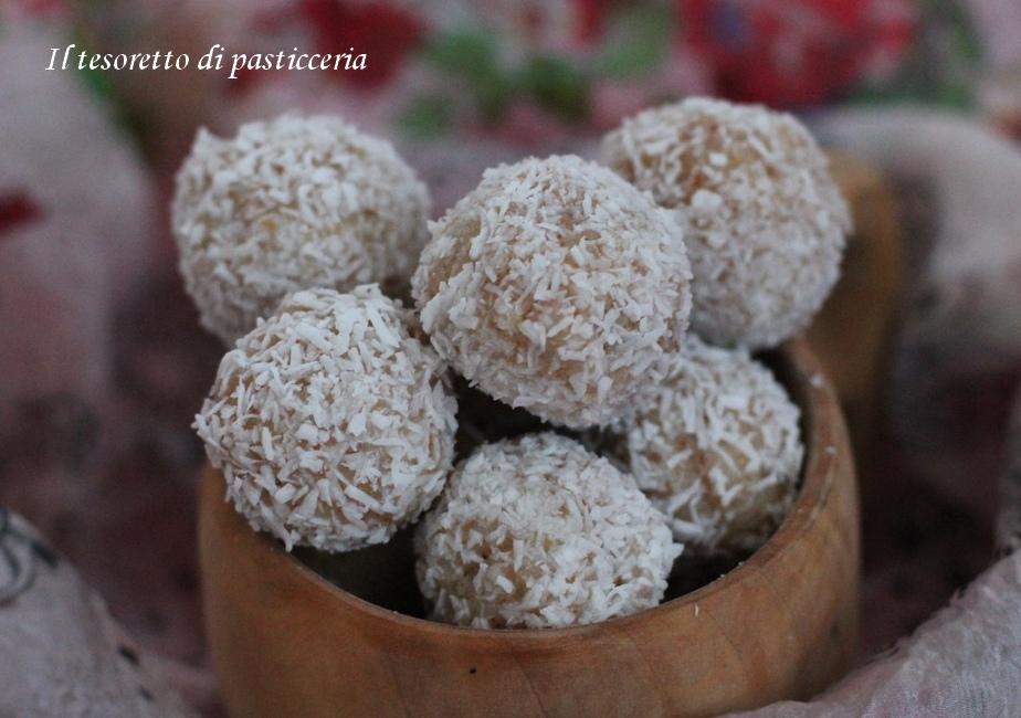 Palline di cachi pere e cocco