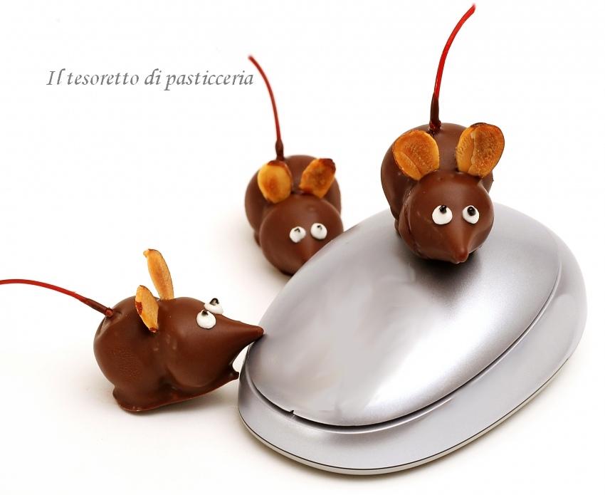Topolini fatti con biscotti glassati al cioccolato