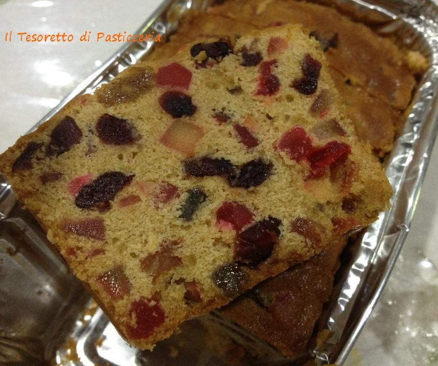 Plum-cake alla frutta candita e uvetta