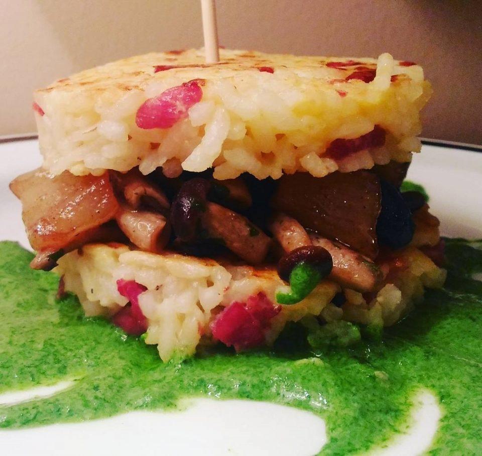 Risoburger con pancetta, funghi e pere a tavola!