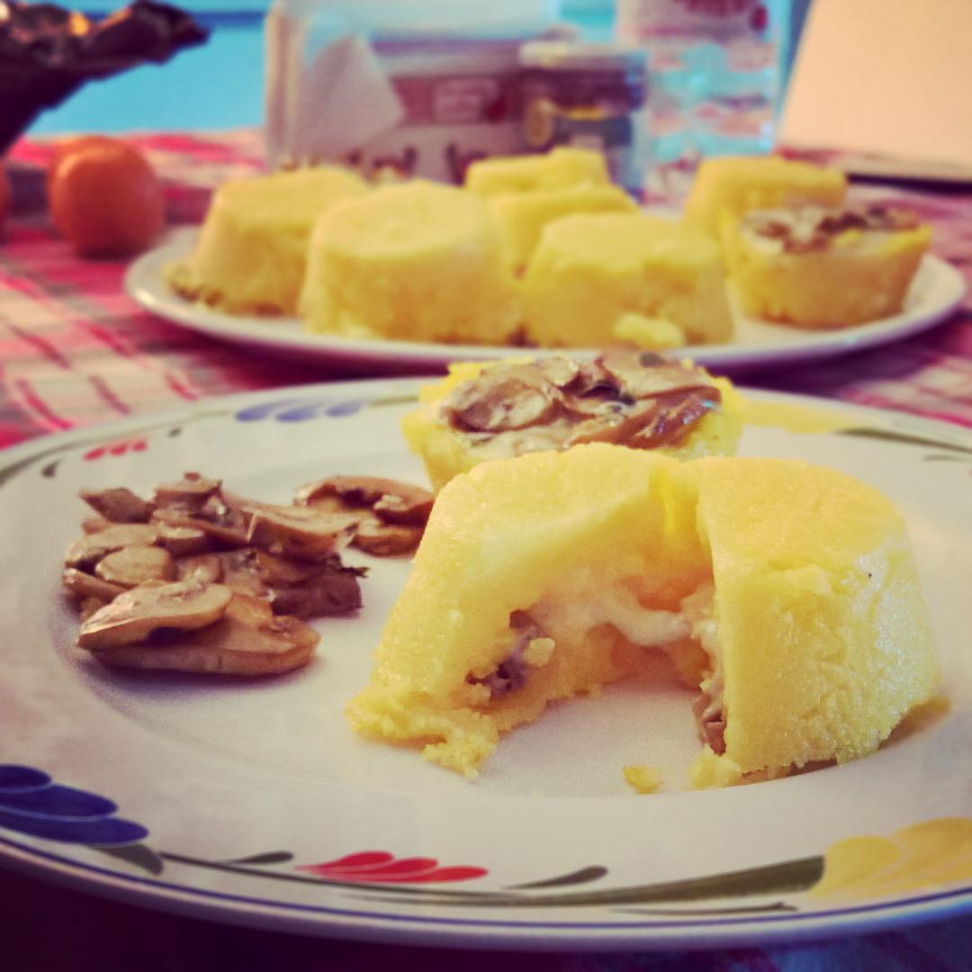 Gorgonzola - Sformatini di Polenta con Funghi & Zola