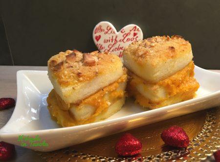 Millefoglie di cuori di polenta vegani alla crema di zucca