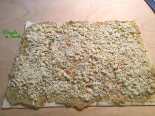 Girelle sfogliate con scamorza affumicata e verdure