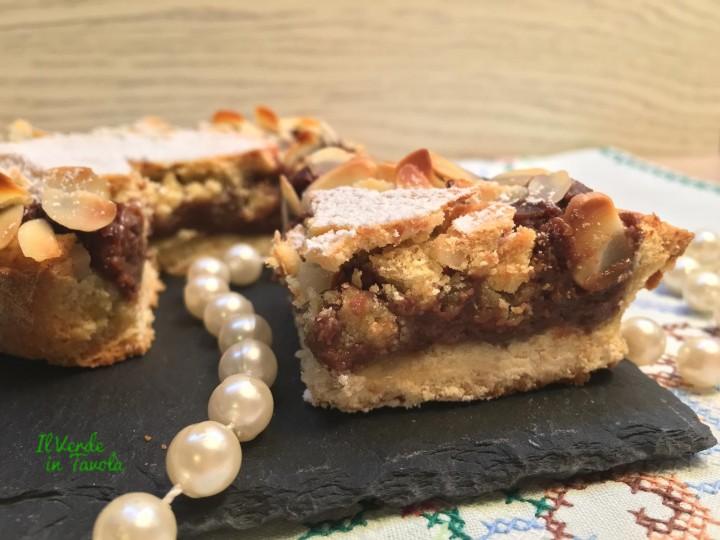 Crostata cuore di cioccolato con frolla al mais e mandorle