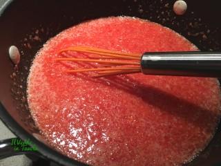 Panna cotta alle mandorle e coulis di fragole