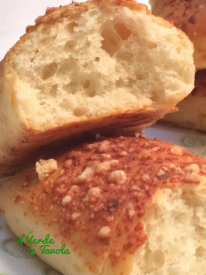 Panini soffici parmigiano e noce moscata
