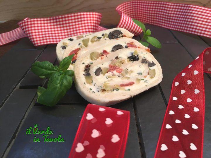 Rotolo stracchino, olive e pomodori senza cottura