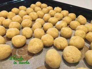 Castagnole fritte di Carnevale al profumo di limone