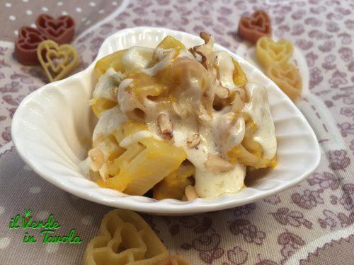 Cuori di pasta alla crema di zucca, gorgonzola e noci – videoricetta