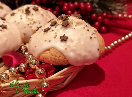 Biscotti al mais glassati per Natale la ricetta