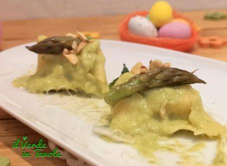 Ravioli di asparagi e ricotta con nocciole, pecorino e crema di asparagi la ricetta