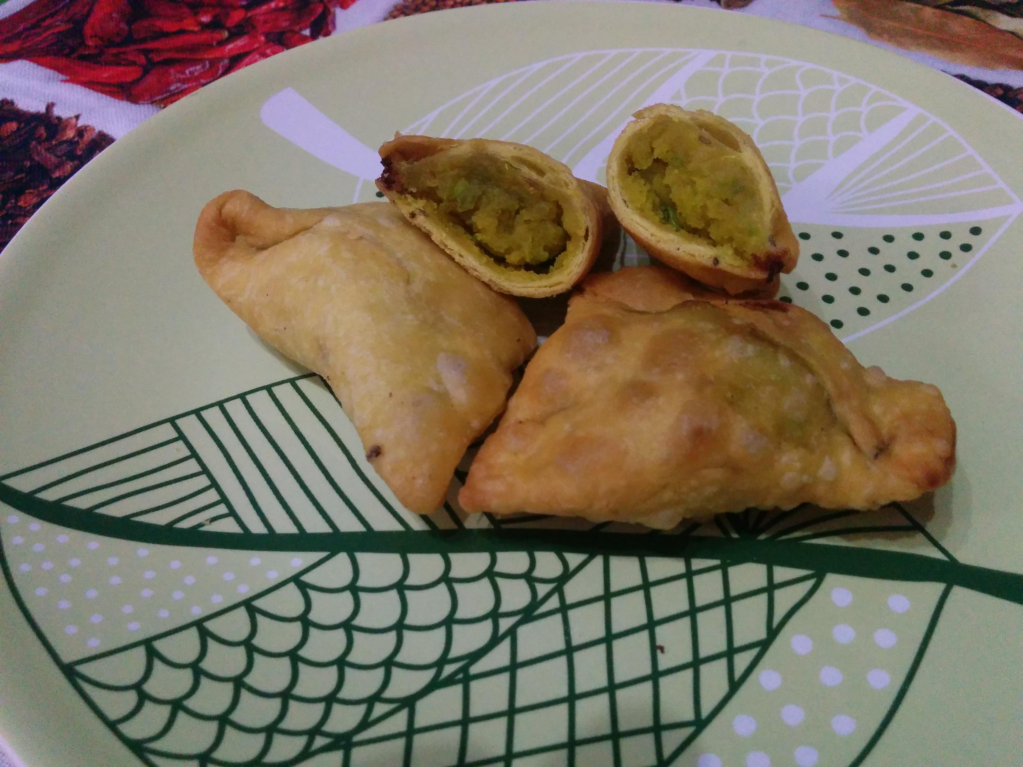 Samosa (involtino indiano di patate, piselli e spezie)