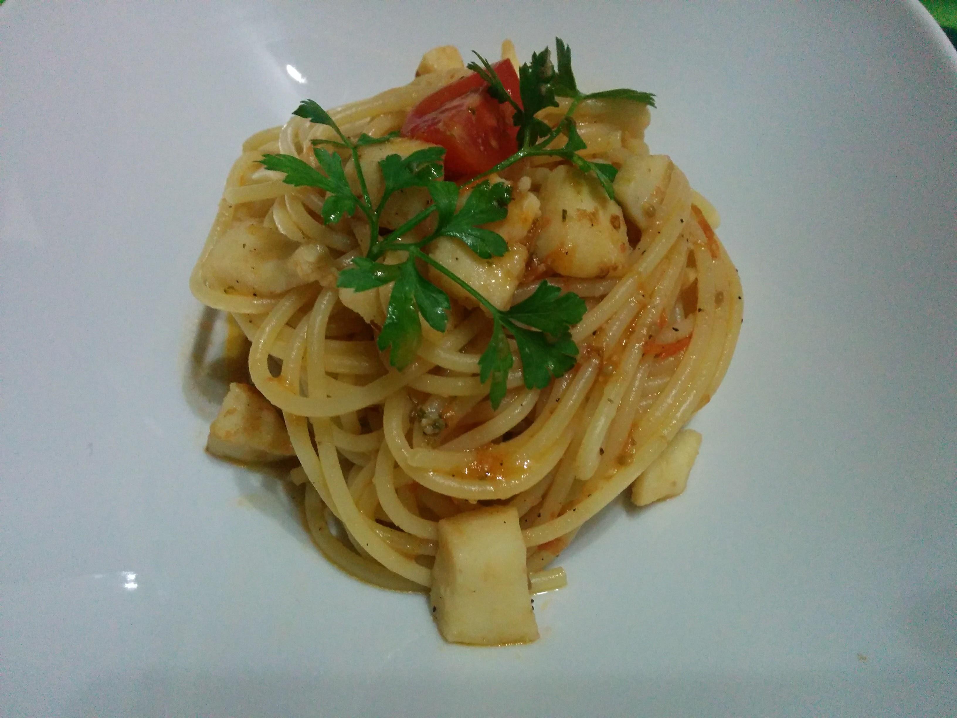 Spaghetti alle seppie con pomodorini freschi di Pachino