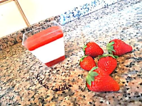 Panna cotta con geleè di fragole