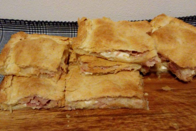 TORTA SALATA DI SFOGLIA  stracchino prosciutto e crema di carciofini