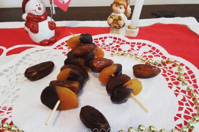 Spiedini di frutta natalizi